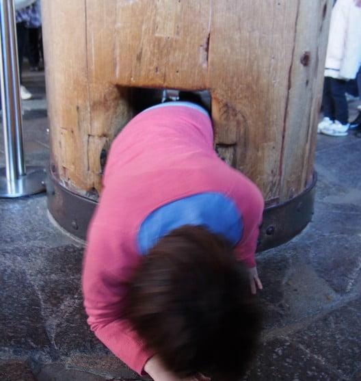 東大寺・大仏殿の柱の穴が空いている理由