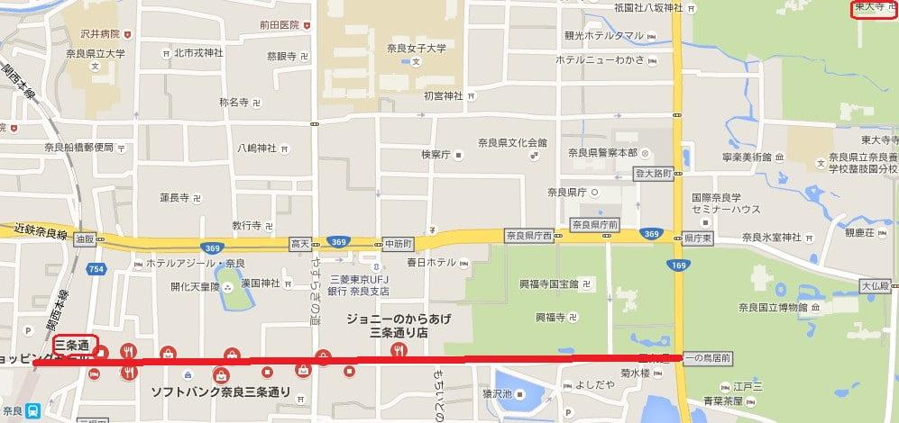 また奈良駅方面への国道369号線と平行して走る「三条通り」は、日祝日の昼間に限って「歩行者天国」になる