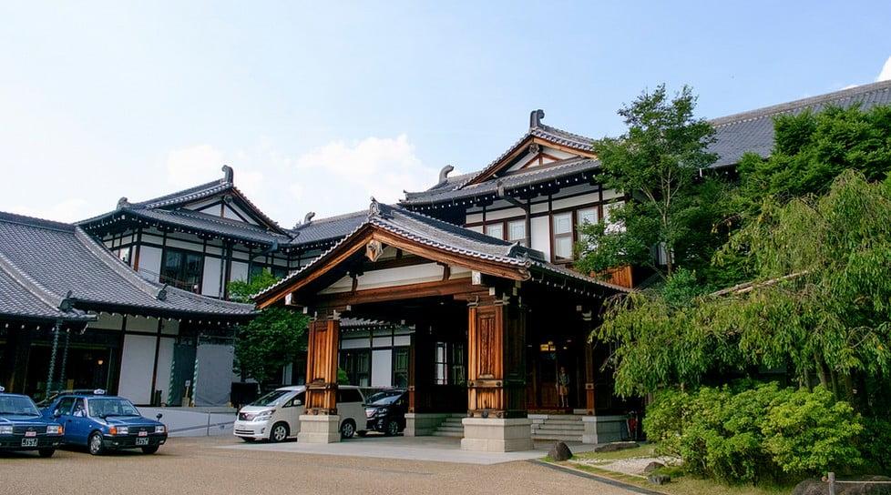 奈良の宿泊といえばココ!奈良ホテルの「歴史(設計、創建、創建理由)、宿泊、ランチ、朝食(ケーキバイキング、ティーラウンジ)」について