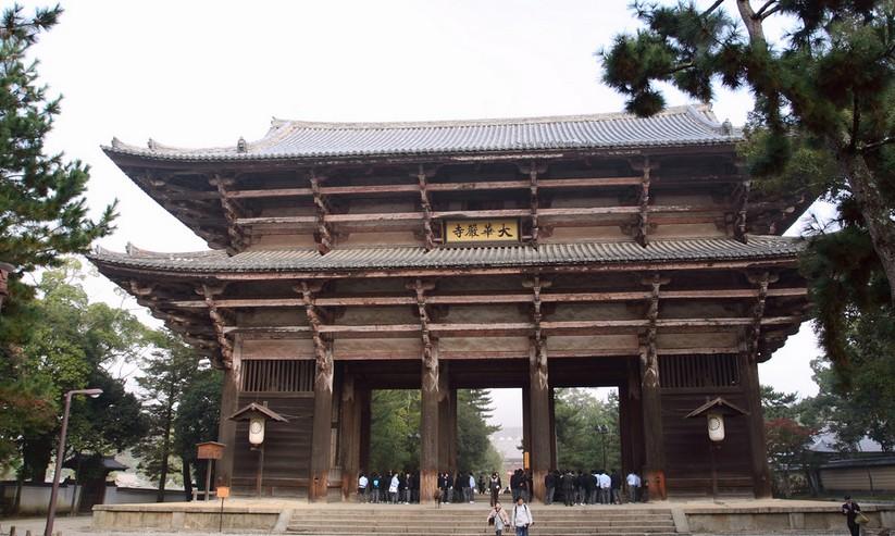 奈良県・東大寺の南大門の「見どころ(建築様式など)・歴史・大きさ・作った人(地図・写真つき)」