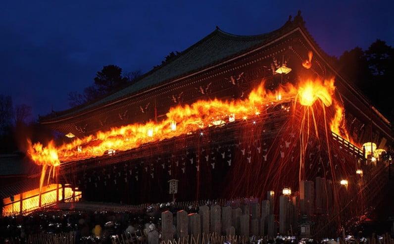 奈良 東大寺・二月堂の修二会(お水取り・お松明)の「時間・混雑状況(待ち時間)・交通規制・服装」など