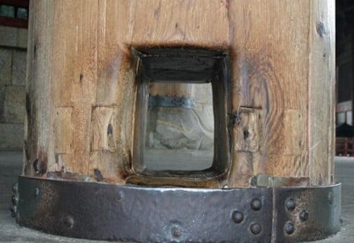 東大寺の3つの不思議【その1】・「大仏殿の柱の穴と穴をクグる風習の起源」
