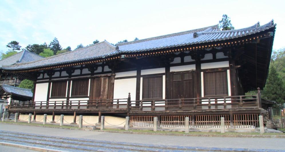 東大寺・三月堂の見どころ【その1】「2つの合体した建物」
