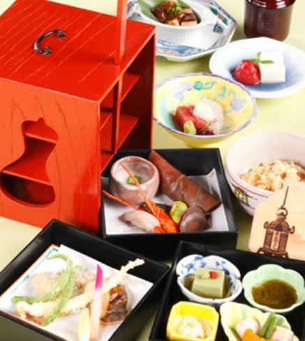 腰を抜かして、立つことができない・・。「奈良ホテルのお弁当」