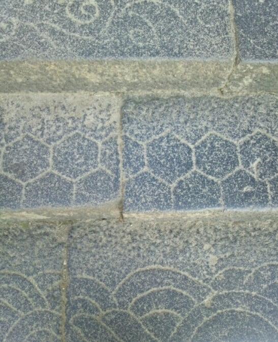 階段の「唐草」や「亀甲」などの模様